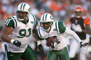 CINCINNATI - OCTOBER 21: Hank Poteat #31 of the New York Jets carries the ball as Sione Pouha #91 helps block during the NFL game against the Cincinnati Bengals on October 21, 2007 at Paul Brown Stadium in Cincinnati, Ohio. (Photo by Andy Lyons/Getty Imag
