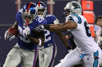 EAST RUTHERFORD, NJ - AUGUST 17:  Danny Ware #28 of the New York Giants runs for a touchdown against the Carolina Panthers during the preseason NFL game at Giants Stadium on August 17, 2009 in East Rutherford, New Jersey. (Photo by Jim McIsaac/Getty Image
