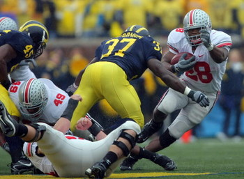 ANN ARBOR, MI - NOVEMBER 17:  Chris Wells #28 of the Ohio State Buckeyes changes direction on Chris Graham #37 of the Michigan Wolverines during the third quarter at Michigan Stadium on November 17, 2007 in Ann Arbor, Michigan.  The Buckeyes won 14-3.  (P