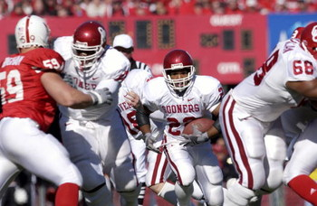 27 Oct 2001 : Quentin Griffin #22 of Oklahoma finds an opening against  Nebraska  during the game at Memorial Stadium in Lincoln, Nebraska. The Nebraska Cornhuskers won 20-10. DIGITAL IMAGE. Mandatory Credit: Elsa/Allsport