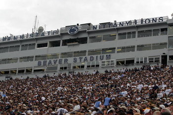 STATE COLLEGE, PA - SEPTEMBER 06:  A general view of the Oregon State Beavers and the Penn State Nittany Lions at Beaver Stadium on September 6, 2008 in State College, Pennsylvania.  (Photo by Ronald Martinez/Getty Images)