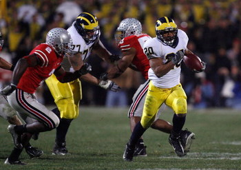 COLUMBUS, OH - NOVEMBER 18:  Mike Hart #20 of the Michigan Wolverines runs the ball against the Ohio State Buckeyes November 18, 2006 at Ohio Stadium in Columbus, Ohio. Ohio State won 42-39. (Photo by Gregory Shamus/Getty Images)