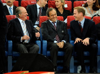 ROME, ITALY - MAY 27:   King Juan Carlos of Spain, Uefa president Michel Platini and Prince William talk during the UEFA Champions League Final match between Barcelona and Manchester United at the Stadio Olimpico on May 27, 2009 in Rome, Italy.  (Photo by