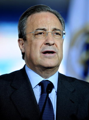 MADRID, SPAIN - JUNE 02:  Real Madrid president Florentino Perez speaks a word of welcome during the presentation of the new Real Madrid coach Manuel Pellegrini at the Santiago Bernabeu stadium on June 2, 2009 in Madrid, Spain. The 55-year-old former Vill