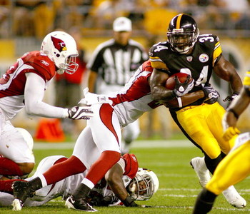 PITTSBURGH - AUGUST 13:  Rashard Mendenhall #34 of the Pittsburgh Steelers runs against the the Arizona Cardinals  on August 13, 2009 at Heinz Field in Pittsburgh, Pennsylvania.  (Photo by Rick Stewart/Getty Images)