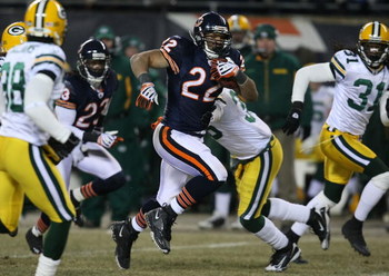 CHICAGO - DECEMBER 22: Matt Forte #22 of the Chicago Bears runs for a first down against the Green Bay Packers on December 22, 2008 at Soldier Field in Chicago, Illinois. The Bears defeated the Packers 20-17 in overtime. (Photo by Jonathan Daniel/Getty Im