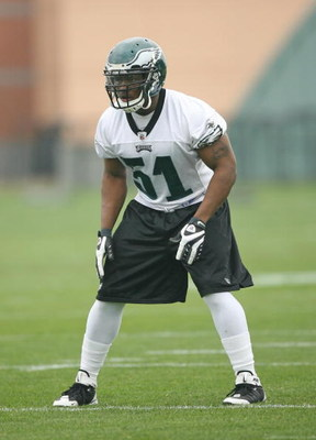 PHILADELPHIA - MAY 1: Linebacker Joe Mays #51 of the Philadelphia Eagles gets set during minicamp practice at the NovaCare Complex on May 1, 2009 in Philadelphia, Pennsylvania. (Photo by Hunter Martin/Getty Images)