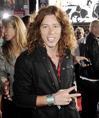 LOS ANGELES, CA - JULY 30:  Pro snowboarder/skateboarder Shaun White arrives at the premiere of ESPN Films and Walt Disney Pictures' 'X Games 3D: The Movie' at the Nokia Theater on July 30, 2009 in Los Angeles, California.  (Photo by Kevin Winter/Getty Im