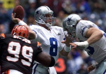 12 Nov 2000:  Quarterback Troy Aikman #8 of the Dallas Cowboys in action against the Cincinnati Bengals during the first half of their game at Texas Stadium in Irving, Texas. Mandatory Credit: Jamie Squire/ALLSPORT