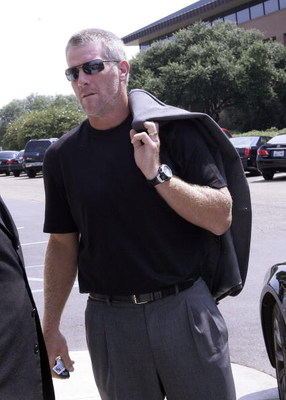 HATTIESBURG, MS - JULY 11:  Former NFL quarterback Brett Favre arrives for a funeral service for former NFL quarterback Steve McNair on July 11, 2009 in Hattiesburg, Mississippi.  (Photo by Dave Martin/Getty Images)