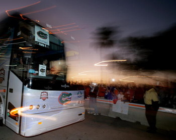 MIAMI - JANUARY 08:  The Florida Gators arrive by bus before the FedEx BCS National Championship Game at Dolphin Stadium on January 8, 2009 in Miami, Florida.  (Photo by Eliot J. Schechter/Getty Images)