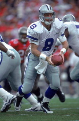 3 Dec 2000:  Troy Aikman #8 of the Dallas Cowboys moves with the ball during the game against the Tampa Bay Buccaneers at the Raymond James Stadium in Tampa, Florida. The Buccaneers defeated the Cowboys 27-7.Mandatory Credit: Andy Lyons  /Allsport