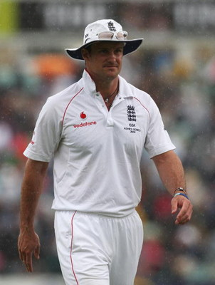 LONDON - AUGUST 21: Andrew Strauss of England walks off as rain falls during day two of the npower 5th Ashes Test Match between England and Australia at The Brit Oval on August 21, 2009 in London, England.  (Photo by Hamish Blair/Getty Images)