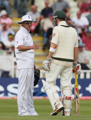 BIRMINGHAM, UNITED KINGDOM - AUGUST 03:  Andrew Strauss of England talks to Michael Clarke of Australia during day five of the npower 3rd Ashes Test Match between England and Australia at Edgbaston on August 3, 2009 in Birmingham, England.  (Photo by Hami