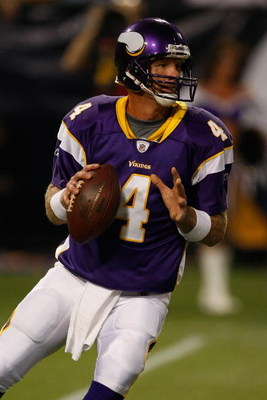 MINNEAPOLIS, MN - AUGUST 21: Quarterback Brett Favre #4 of the Minnesota Vikings drops back to pass the football against the Kansas City Chiefs at Hubert H. Humphrey Metrodome on August 21, 2009 in Minneapolis, Minnesota. (Photo by Scott Boehm/Getty Image