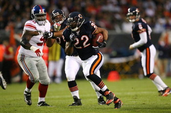 CHICAGO - AUGUST 22: Matt Forte #22 of the Chicago Bears runs for a 32-yard touchdown in the first quarter against the New York Giants during their preseason NFL game at Soldier Field on August 22, 2009 in Chicago, Illinois.  (Photo by Jonathan Daniel/Get