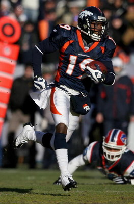 DENVER - DECEMBER 21:  Wide receiver Eddie Royal #19 of the Denver Broncos rushes 71 yards on an end around against the Buffalo Bills during NFL action at Invesco Field at Mile High on December 21, 2008 in Denver, Colorado. The Bills defeated the Broncos