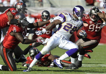 TAMPA, FL - NOVEMBER 16: Running back Adrian Peterson #28 of  the Minnesota Vikings rushes upfield against the Tampa Bay Buccaneers at Raymond James Stadium on November 16, 2008 in Tampa, Florida.  (Photo by Al Messerschmidt/Getty Images)