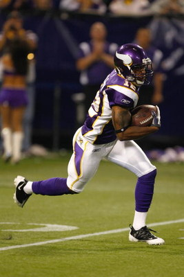 MINNEAPOLIS, MN - AUGUST 21: Wide receiver Percy Harvin #12 of the Minnesota Vikings runs with the football against the Kansas City Chiefs at Hubert H. Humphrey Metrodome on August 21, 2009 in Minneapolis, Minnesota. The Vikings defeated the Chiefs 17-13.