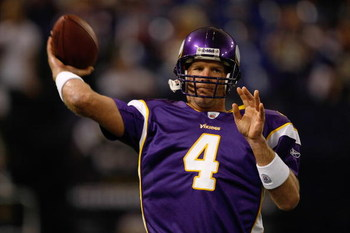 MINNEAPOLIS, MN - AUGUST 21: Quarterback Brett Favre #4 of the Minnesota Vikings passes the football against the Kansas City Chiefs at Hubert H. Humphrey Metrodome on August 21, 2009 in Minneapolis, Minnesota. (Photo by Scott Boehm/Getty Images)