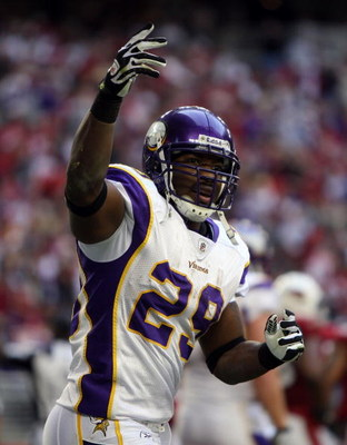 GLENDALE, AZ - DECEMBER 14:  Running back Chester Taylor #29 of the Minnesota Vikings gestures to the fans after scoring a touchdown in the second quarter against the Arizona Cardinals at the University of Phoenix Stadium on December 14, 2008 in Glendale,