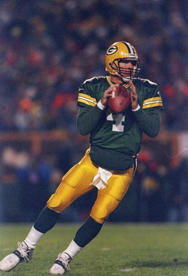 2 Nov 1997:  Quarterback Brett Favre of the Green Bay Packers drops back to pass during the Packers 20-10 win over the Detroit Lions at Lambeau Field in Green Bay, Wisconsin. Mandatory Credit: Todd Warshaw  /Allsport