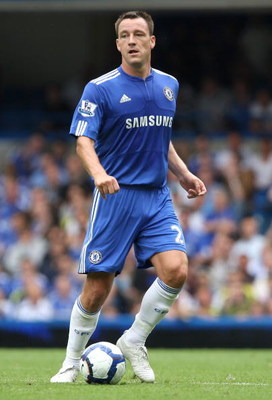 LONDON, ENGLAND - AUGUST 15:  John Terry of Chelsea in action during the Barclays Premier League match between Chelsea and Hull City at Stamford Bridge on August 15, 2009 in London, England.  (Photo by Hamish Blair/Getty Images)