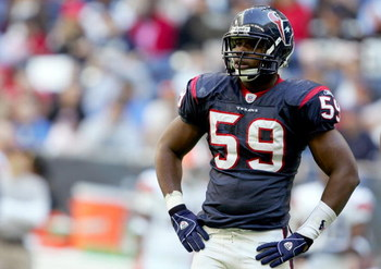 HOUSTON, TX - DECEMBER 31:  DeMeco Ryans #59 of the Houston Texans looks on aganist the Cleveland Browns on December 31, 2006 at Reliant Stadium in Houston, Texas. The Texans defeated the Browns 14-6.  (Photo by Lisa Blumenfeld/Getty Images)