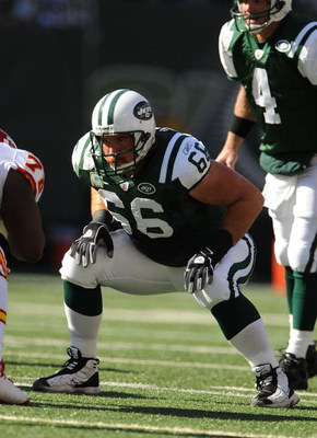 EAST RUTHERFORD, NJ - OCTOBER 26:  Alan Faneca #66 of the New York Jets is in his stance against The Kansas City Chiefs during their game on October 26, 2008 at Giants Stadium in East Rutherford, New Jersey.  (Photo by Al Bello/Getty Images)