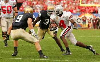 TEMPE, AZ - JANUARY 02:  Wire receiver Santonio Holmes #4 of the Ohio State Buckeyes runs after a catch as he looks to get by defensive back Tom Zbikowski #9 of the Notre Dame Fighting Irish in the Tostito's Fiesta Bowl at Sun Devil Stadium on January 2,
