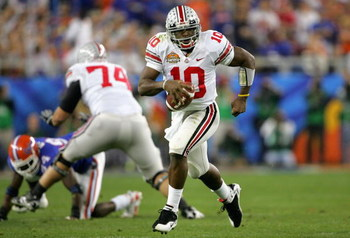 GLENDALE, AZ - JANUARY 08:  Quarterback Troy Smith #10 of the Ohio State Buckeyes scrambles with the ball against the Florida Gators during the 2007 Tostitos BCS National Championship Game at the University of Phoenix Stadium on January 8, 2007 in Glendal
