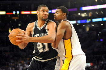 LOS ANGELES, CA - JANUARY 25:  Tim Duncan #21 of the San Antonio Spurs drives the ball against Andrew Bynum #17 of the Los Angeles Lakers during the first quarter at the Staples Center on January 25, 2009 in Los Angeles, California. NOTE TO USER:  User ex