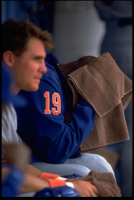 24 JUL 1993:  ANTHONY YOUNG, PITCHER FOR THE NEW YORK METS, TOWELS OFF IN THE DUGOUT DURING THEIR GAME AGAINST THE NEW YORK METS AT DODGER STADIUM IN LOS ANGELES, CALIFORNIA.  MANDATORY CREDIT: JED JACOBSOHN/ALLSPORT.