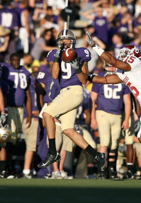 SEATTLE - SEPTEMBER 13:  Devin Aguilar #9 of the Washington Huskies catches the ball during the game against the Oklahoma Sooners on September 13, 2008 at Husky Stadium in Seattle, Washington. The Sooners defeated the Huskies 55-14.(Photo by Otto Greule J