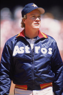 1989:  Right handed pitcher Mike Scott of the Houston Astros stands on the field before a Major League Baseball game 1989.  (Photo by Otto Greule Jr /Getty Images)