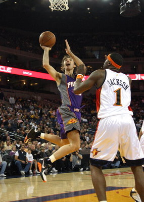 OAKLAND, CA - MARCH 15:  Steve Nash #13 of the Phoenix Suns shoots against Stephen Jackson #1 of the Golden State Warriors during an NBA game on March 15, 2009 at Oracle Arena in Oakland, California. NOTE TO USER: User expressly acknowledges and agrees th