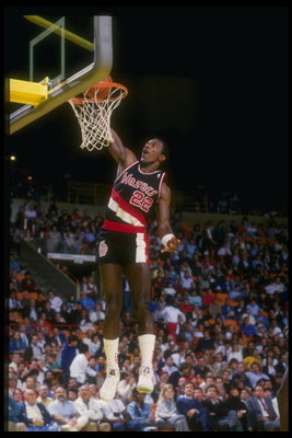 Nov 1987:  Guard Clyde Drexler of the Portland Trail Blazers goes up for two during a game against the Los Angeles Lakers at the Great Western Forum in Inglewood, California. Mandatory Credit: Mike Powell  /Allsport Mandatory Credit: Mike Powell  /Allspor