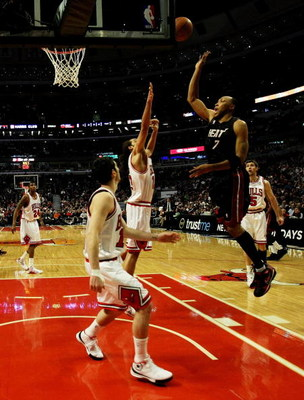 CHICAGO - FEBRUARY 12: Shawn Marion #7 of the Miami Heat puts up a shot over Joakim Noah #13 and Kirk Hinrich #12 of the Chicago Bulls on February 12, 2009 at the United Center in Chicago, Illinois. The Heat defeated the Bulls 95-93. NOTE TO USER: User ex
