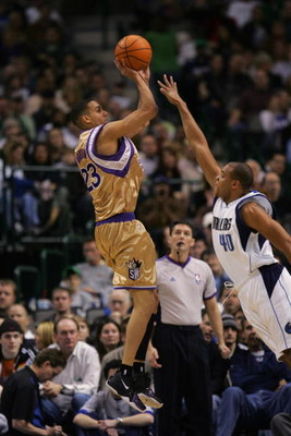 DALLAS - JANUARY 27:  Kevin Martin #23 of the Sacramento Kings shoots over Devean George #40 of the Dallas Mavericks during a game at the American Airlines Center on January 27, 2007 in Dallas, Texas.  The Mavs won 106-104.  (Photo by Ronald Martinez/Gett