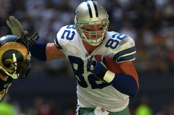 DALLAS - SEPTEMBER 30:  Tight end Jason Witten #82 of the Dallas Cowboys carries the ball after a reception against the St. Louis Rams at Texas Stadium September 30, 2007 in Irving, Texas. The Cowboys won 35-7.  (Photo by Stephen Dunn/Getty Images)