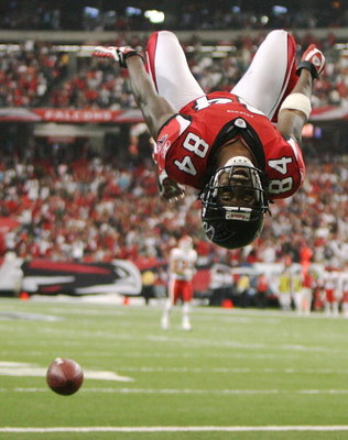 ATLANTA - SEPTEMBER 21:  Wide receiver Roddy White #84 of the Atlanta Falcons does a back-flip to celebrate his touchdown in the first quarter against the Kansas City Chiefs at Georgia Dome on September 21, 2008 in Atlanta, Georgia. The Falcons defeated t