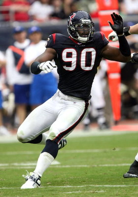 HOUSTON - NOVEMBER 18:   Defensive end Mario Williams #90 of the Houston Texans rushes against the New Orleans Saints on November 18, 2007 at Reliant Stadium in Houston, Texas. The Texans defeated the Saints 23-10.  (Photo by Stephen Dunn/Getty Images)