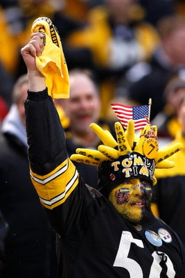 PITTSBURGH - JANUARY 11:  Fans of the Pittsburgh Steelers support their team against the San Diego Chargers during their AFC Divisional Playoff Game on January 11, 2009 at Heinz Field in Pittsburgh, Pennsylvania.  (Photo by Chris Graythen/Getty Images)