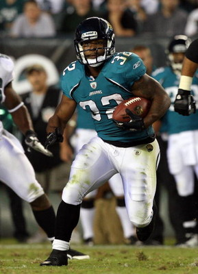 PHILADELPHIA - AUGUST 27:  Maurice Jones-Drew #32 of the Jacksonville Jaguars runs the ball against the Philadelphia Eagles during the preseason game at Lincoln Financial Field on August 27, 2009 in Philadelphia, Pennsylvania.  (Photo by Jim McIsaac/Getty
