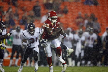 AUGUST 15, 2009 - KANSAS CITY, MO:  Wide receiver Dwayne Bowe #82 of the Kansas City Chiefs carries the ball downfield against the Houston Texans during the preseason game at Arrowhead Stadium on August 15, 2009 in Kansas City, Missouri. (Photo by Dilip V