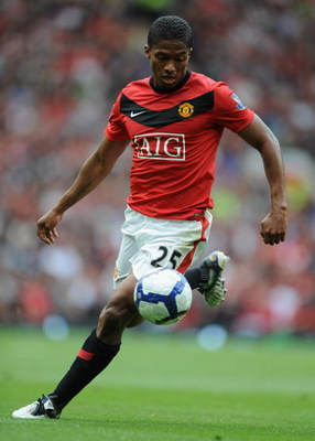MANCHESTER, ENGLAND - AUGUST 29:  Antonio Valencia of Manchester United in action during the Barclays Premier League match between Manchester United and Arsenal at Old Trafford on August 29, 2009 in Manchester, England.  (Photo by Laurence Griffiths/Getty