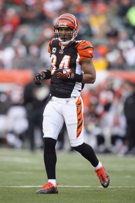 CINCINNATI - DECEMBER 14: T,J, Houshmandzadeh #84 of the Cincinnati Bengals moves on the field during the NFL game against the Washington Redskins on December 14, 2008 at Paul Brown Stadium in Cincinnati, Ohio. The Bengals won 20-13. (Photo by Andy Lyons/