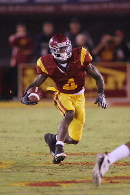 LOS ANGELES - NOVEMBER 8:  Joe McKnight #4 of the USC Trojans runs against the California Bears on November 8, 2008 at the Los Angeles Memorial Coliseum in Los Angeles, California.  USC won 17-3.  (Photo by Jeff Golden/Getty Images)