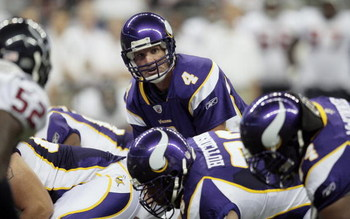 HOUSTON - AUGUST 31:  Quarterback Brett Favre #4 of the Minnesota Vikings sets at the line of scrimmage against the Houston Texans at Reliant Stadium on August 31, 2009 in Houston, Texas.  (Photo by Bob Levey/Getty Images)