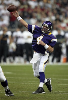 HOUSTON - AUGUST 31:  Quarterback Brett Favre #4 of the Minnesota Vikings throws downfield during the game against the Houston Texans at Reliant Stadium on August 31, 2009 in Houston, Texas.  (Photo by Bob Levey/Getty Images)